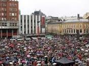 OSLO: 40mila 'punire' Breivik, cantano l'inno odia!