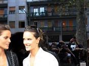 Alessandra Ambrosio dopo sfilata Dolce Gabbana 2011 Foto Video