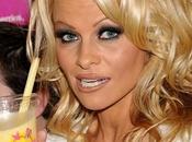 Dieta vegetariana: Pamela Anderson lancia milkshake vegano