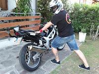 Mantenersi forma moto moto. guida Maybe motostretching