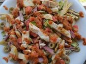 Insalata pollo verdure grigliate pesto pomodori secchi