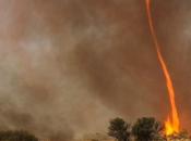 VIDEO: AUSTRALIA:Ecco immagini raro fenomeno natura: tornado fuoco