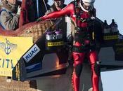 """Foto giorno novembre 2010 """"jetman"""" svizzero vola reazione"""