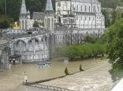 #Lourdes abusivismo edilizio acqua (santa)