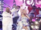 "Christina Aguilera feat. Make World Move: live ""The Voice"""