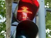 Un'italiana semaforo pedonale rosso…