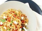 Linguine peperoni, pistacchi formaggio primo sale. orecchio.