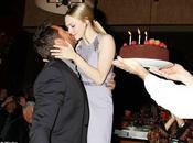 Hugh Jackman regala bacio Amanda Seyfried compleanno