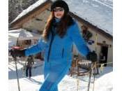 Alba Parietti Cortmayeur: tutina azzurra piedi