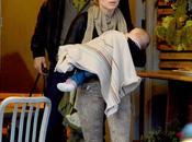 Chris Hemsworth moglie piccola India all'uscita ristorante Santa Monica