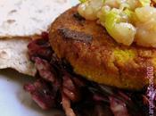 Hamburger vegetariano Miglio, verdure salsa pere curry radicchio saltato