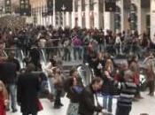 Freeze Dance, spettacolo convenzionale alla stazione parigina Lazare