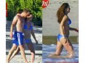 "Kate Middleton, foto bikini pancione mostra ""Chi"": Famiglia Reale infuriata"
