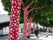 POIS THURSDAY: dotty yarn bombing!