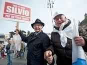 Comparse, figuranti cloni. senso Silvio spettacolo: paga euro testa farsi ascoltare.