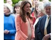 Kate Middleton visita bimbi malati: anniversario senza William