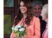 Kate Middleton compra passeggino azzurro: scommette maschietto