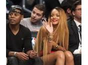 Rihanna alla partita basket senza Chris Brown (foto)