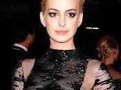 Anne Hathaway sfoggia nuovo look Gala York