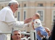 Papa: corrotti fanno tanto male alla Chiesa, santi...