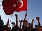 Turchia: polizia disperde manifestanti Taxim