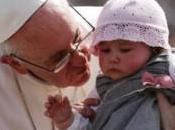 Papa Francesco: «Grande esempio Benedetto XVI, avuto coraggio»