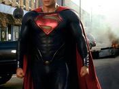 Steel Superman ritorna grande stile senza mutande.