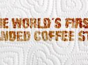 Regina utilizza solita macchia caffè promuovere proprio brand