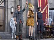 Jennifer Lawrence, Josh Hutcherson Elizabeth Banks nella nuova immagine Hunger Games: Ragazza Fuoco