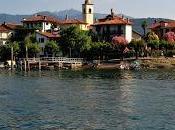 L'isola Pescatori risplende lago Maggiore.