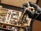 Novello Arsenio Lupin ruba gioielli milioni euro