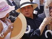 Sentenza Berlusconi: l'attesa ...e anzichè mandare tricoteuses, abbiamo mandato giornalisti della RAI...