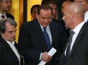 """Silvio Berlusconi interessi paese"""" minaccia cadere governo!"""