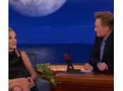 Sharon Stone accavalla gambe anni dopo Basic Instinct (video)