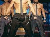 Comincia striptease davanti Silvio
