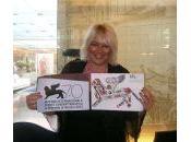 Blogger Cabarettista Barbara Braghin calca carpet della Mostra Cinema Venezia