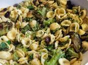 Orecchiette broccoli melenzane avec brocolis aubergines with broccolis eggplants