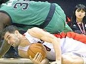 Lakers sommersi fischi. Celtics, colpaccio Toronto
