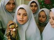 Iran: parlamento approva legge permette padri sposare figlie minori adottate