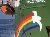 Droga sulla nave Greenpeace. Italiano ancora carcere