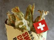 Fiori zucca ripieni Gruyère tempura. Street food Swiss Cheese Parade.