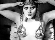 CAGHI MANO storia Theda Bara, prima strega cinema hollywoodiano