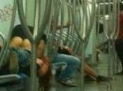Beccati metropolitana Roma mentre amoreggiano foto dell'amplesso finiscono