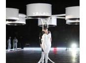 Lady Gaga arriva alla presentazione nuovo disco l'abito volante (foto)