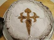 Tarta Santiago forrada, ovvero torta alle mandorle foderata pasta)