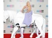 Music Awards, tutti premiati (video). Lady Gaga cavallo bianco (foto)