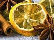 Decorazioni natalizie: addobbi l'albero arance, stecche cannella chiodi garofano