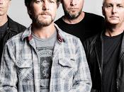 (Video) Pearl Jam: Vedder taglia dreadlock cambio canzone durante concerto