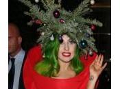 Lady Gaga concia feste: ecco l'abito-albero Natale