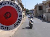 fermano scooter all'alt sparano: Napoli feriti poliziotti